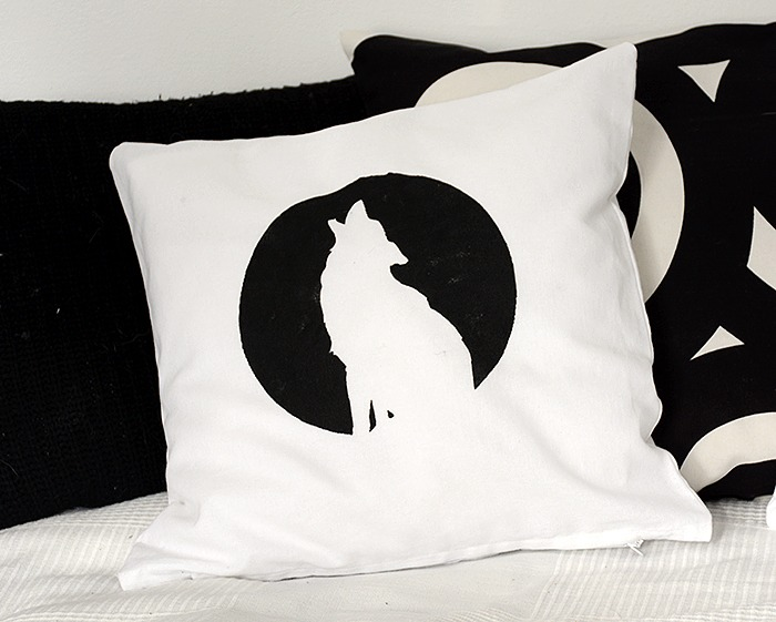 Pillow with wolfprint