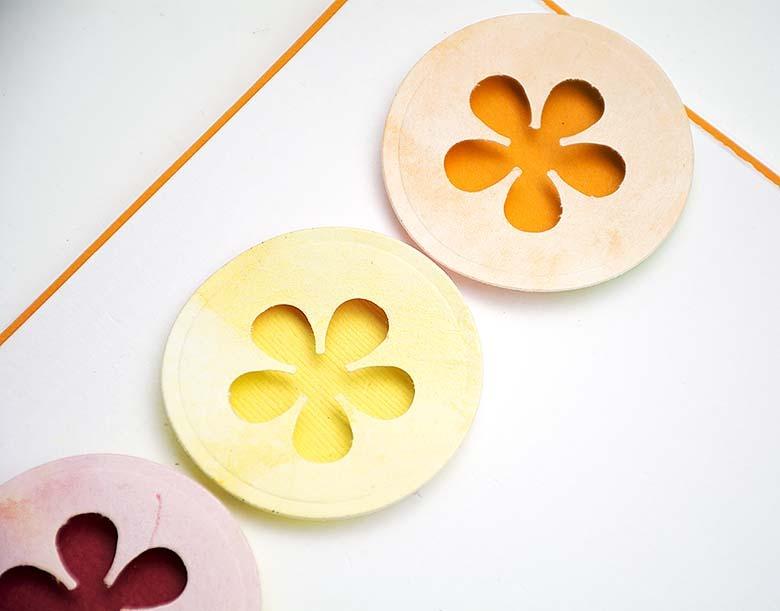 Cirklar med retropunch blommor