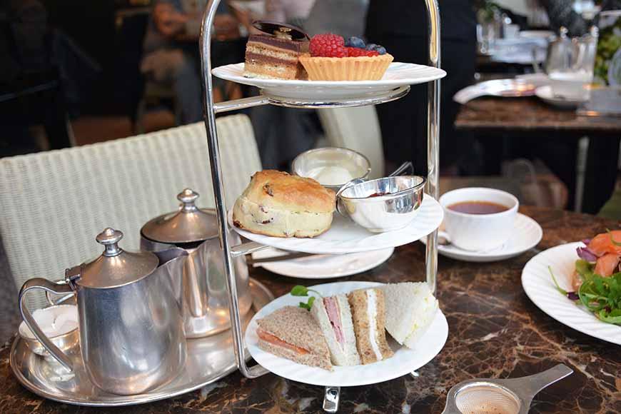 Afternoon tea på Bettys av Helen Thalen