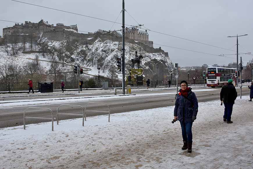 Edinburgh Castle i snö.