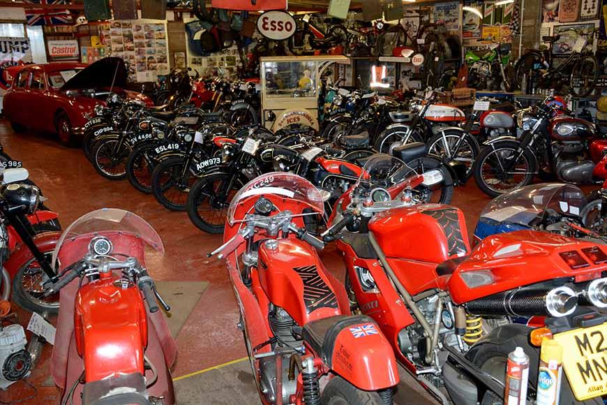 Scaleby Hill Vintage motor bike museum av Helen Thalen