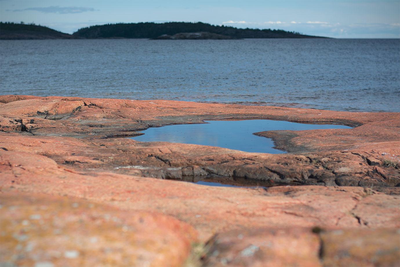 Röda klippor vid Björnviken, Trysunda